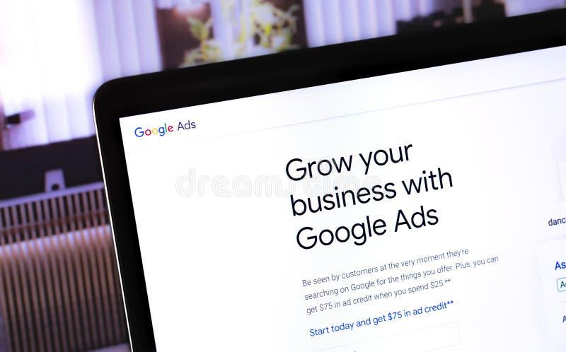 Google Beginnen Webseite Auf Der Anzeige Von IPad Pro ...