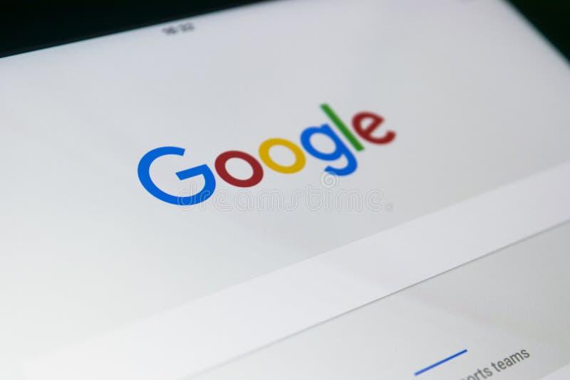 Google beginnen Webseite auf der Anzeige von iPad Pro Google ist ein amerikanischer multinationaler Konzern, der auf das bezogene stockbild