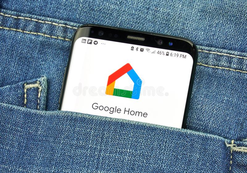 Google dom na telefonu ekranie w kieszeni fotografia stock