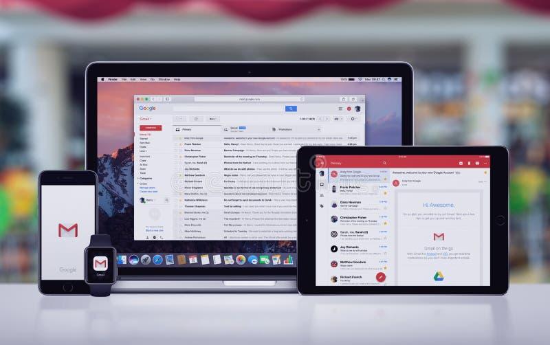 Google Gmail sur l'iPad pro Apple de l'iPhone 7 d'Apple observent et Macbook pro photographie stock libre de droits