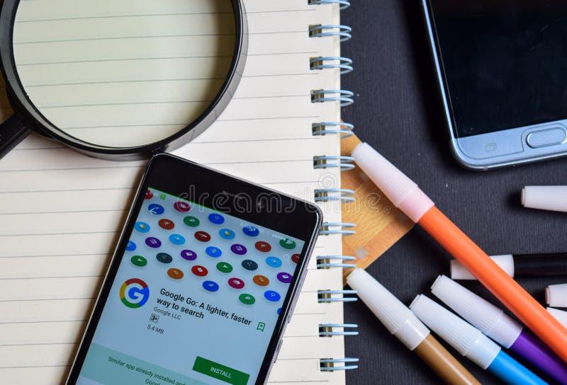 Google Iść: Lekki, szybki sposób szukać App na Smartphone ekranie, zdjęcia stock