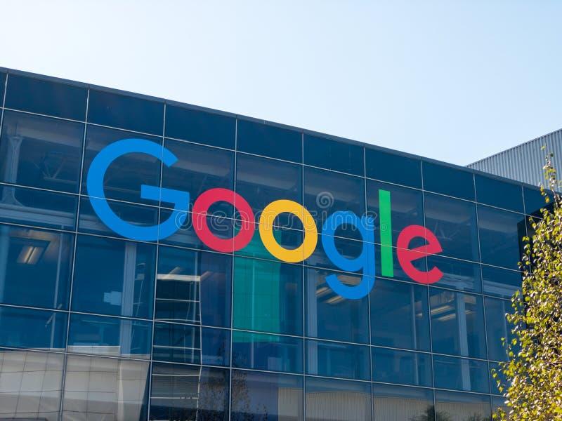 Google logo på den Googleplex högkvarterhuvudkontoret arkivbilder