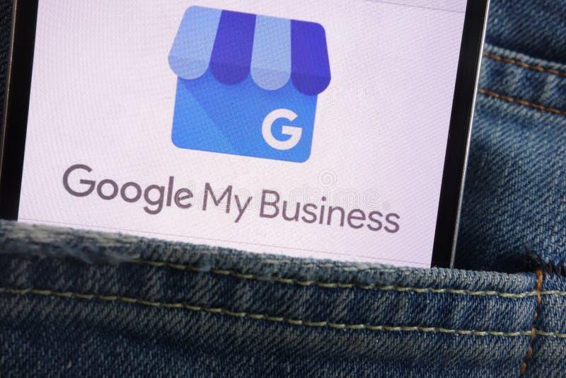Google Mój Biznesowego logo wystawiającego na smartphone chującym w cajgach wkładać do kieszeni obrazy royalty free