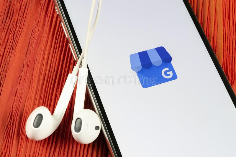 Google M?j Biznesowego zastosowania ikona na Jab?czany X iPhone parawanowym zako?czeniu Google M?j Biznesowa ikona Google M?j biz fotografia stock