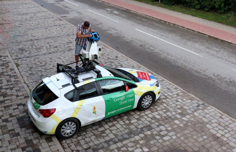 Google Maps Street View Auto geparkt in Ikskile, Lettland lizenzfreie stockbilder