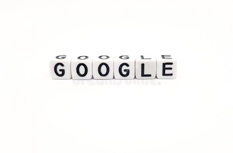 Google ord som byggs med vita kuber och svarta bokstäver på vit bakgrund royaltyfri bild