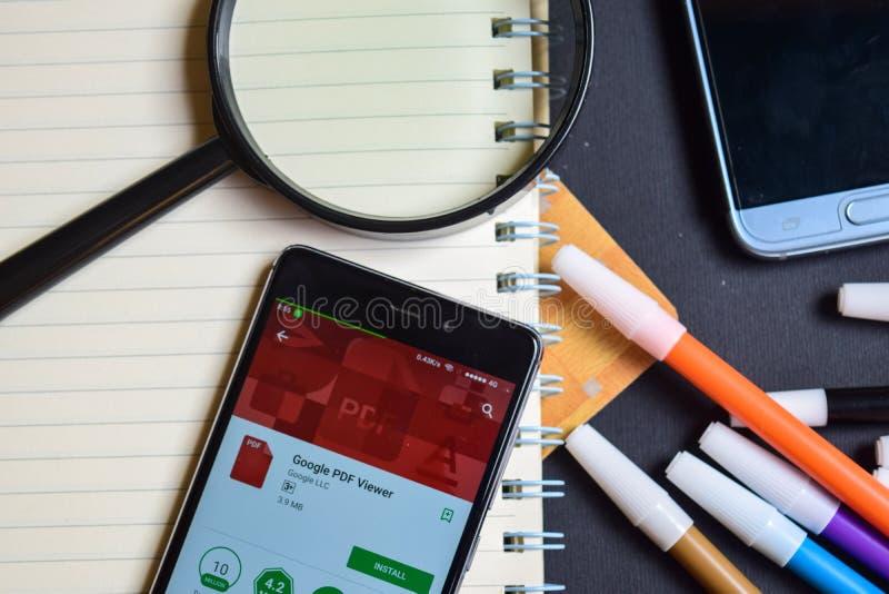 Google PDF-tittare App på den Smartphone skärmen arkivfoto