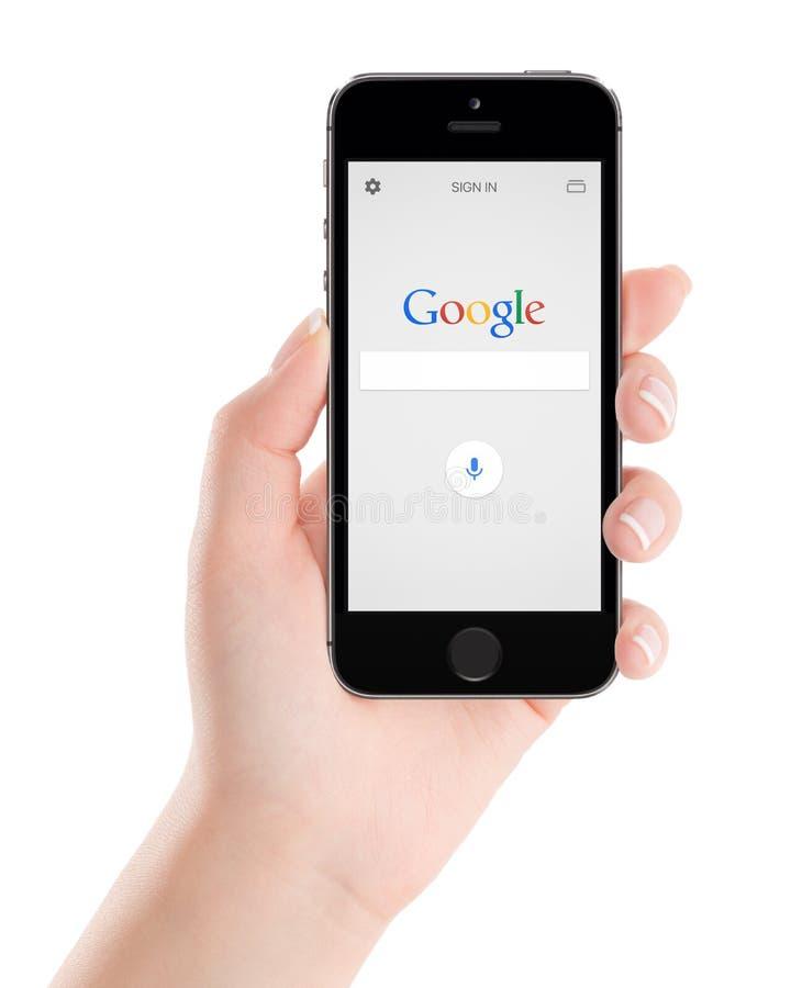 Google rewizi zastosowanie na czarnym Jabłczanym iPhone 5s pokazie obrazy royalty free