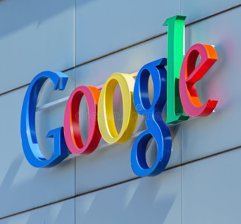 Google undertecknar på det Google kontoret som buillding royaltyfria bilder