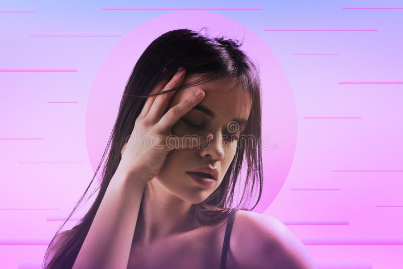 Gooi het niet bevallene vrouw verbergen van camera royalty-vrije stock foto