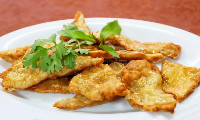 Goong Gra Buang ή τριζάτες τηγανίτες γαρίδων στοκ εικόνα