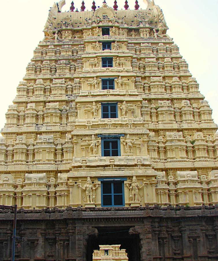 Gopura Gopuram - une porte dans des temples hindous de style de Dravidian image libre de droits