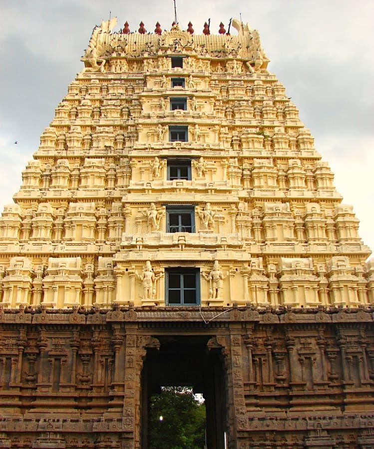 Gopura Gopuram - une porte dans des temples hindous de style de Dravidian images stock