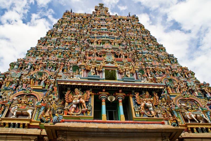 Gopura (torre) do templo hindu foto de stock royalty free