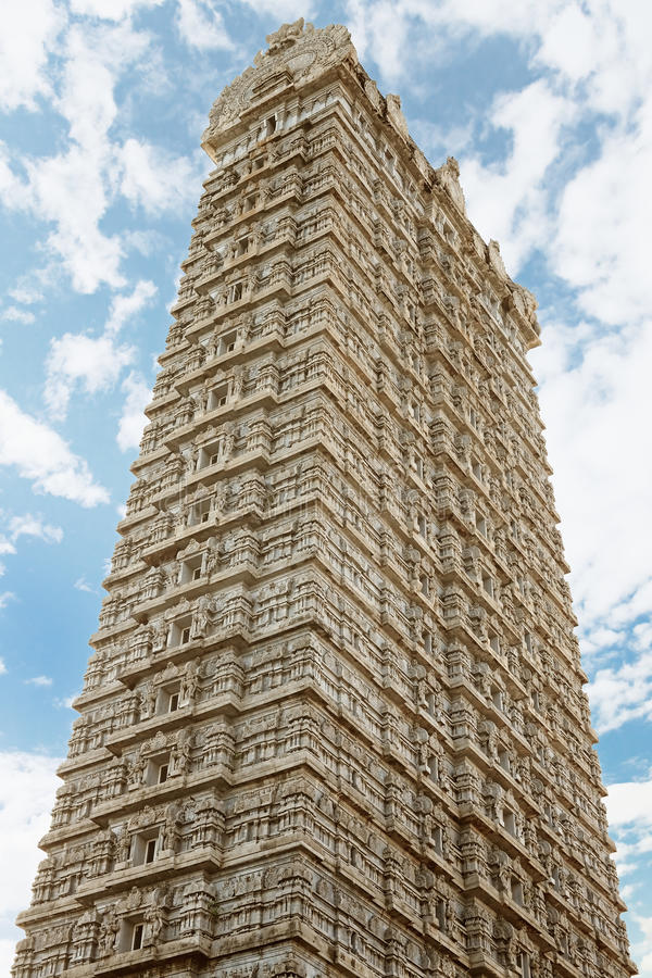 Gopuram-Turm im Tempel von Shiva lizenzfreie stockfotografie