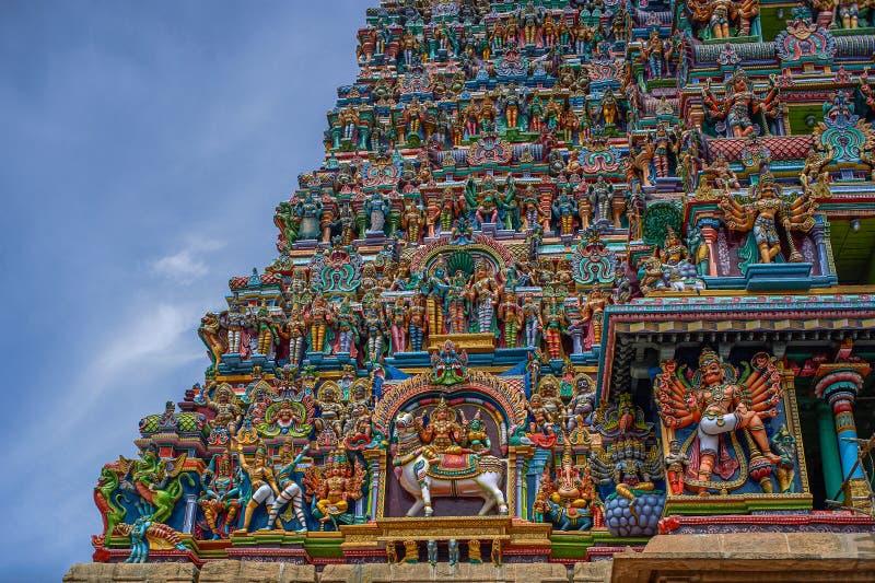 Gopurams de los detalles del meenakshi sundareswarar o del templo de Amman del meenakshi, Madurai, Tamil Nadu fotos de archivo