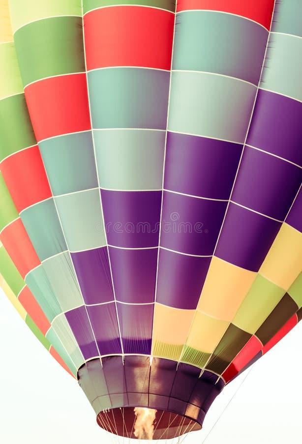 Gorące powietrze balon wstaje w powietrzu fotografia stock