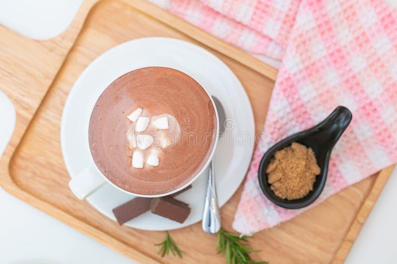 Gorąca czekolada z deserem Na wierzcho?ku obraz royalty free