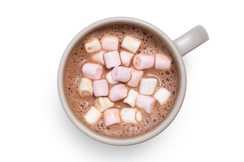 Gorąca czekolada z małymi różowymi i białymi marshmallows w popielatym ceramicznym kubku odizolowywającym na bielu z góry zdjęcia royalty free