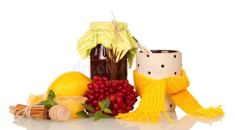 Gorąca herbata, cytryna i miód dla zimn odizolowywających na bielu, obraz royalty free