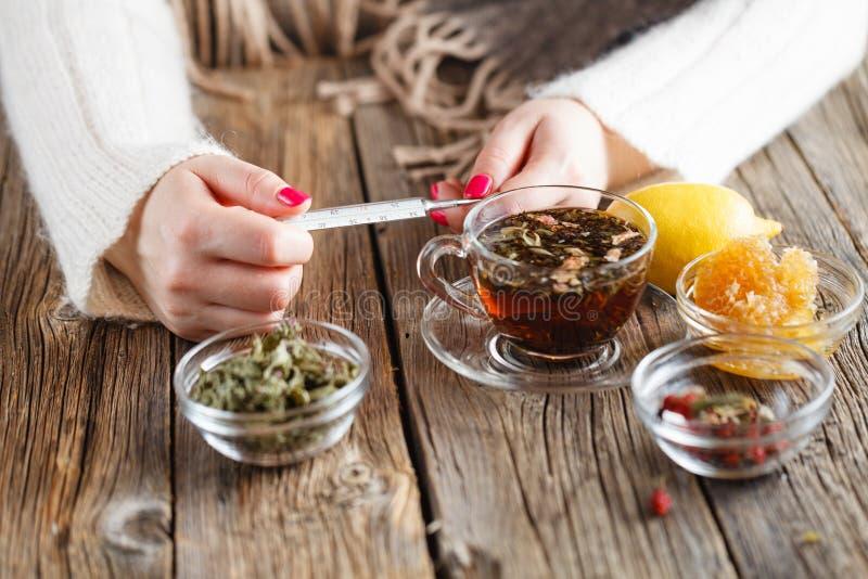 Gorąca herbata przeciw febrze fotografia royalty free