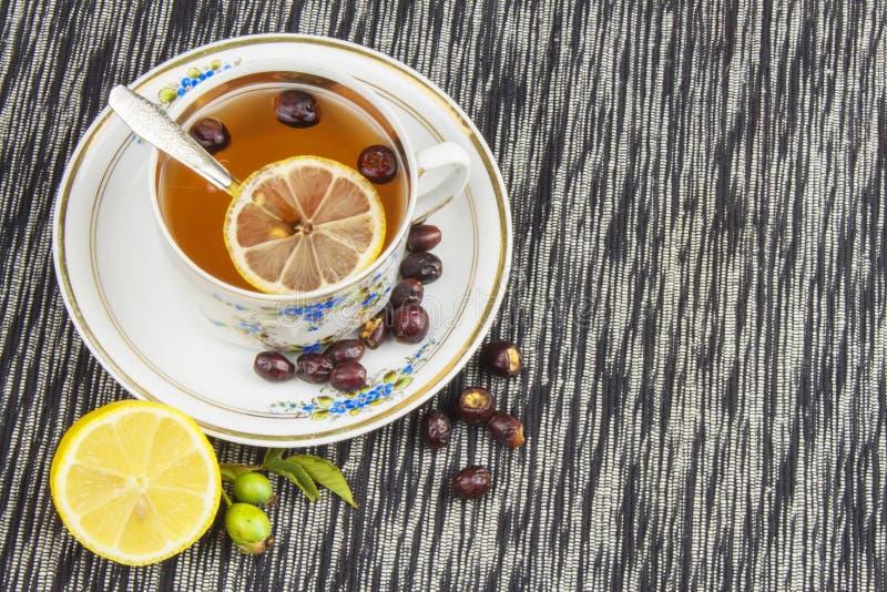 Download Gorąca Herbata Z Cytryną I Czerwieni Strzała W Stole Domowy Traktowanie Dla Zimn I Grypy Zdjęcie Stock - Obraz złożonej z napój, owoc: 57670774