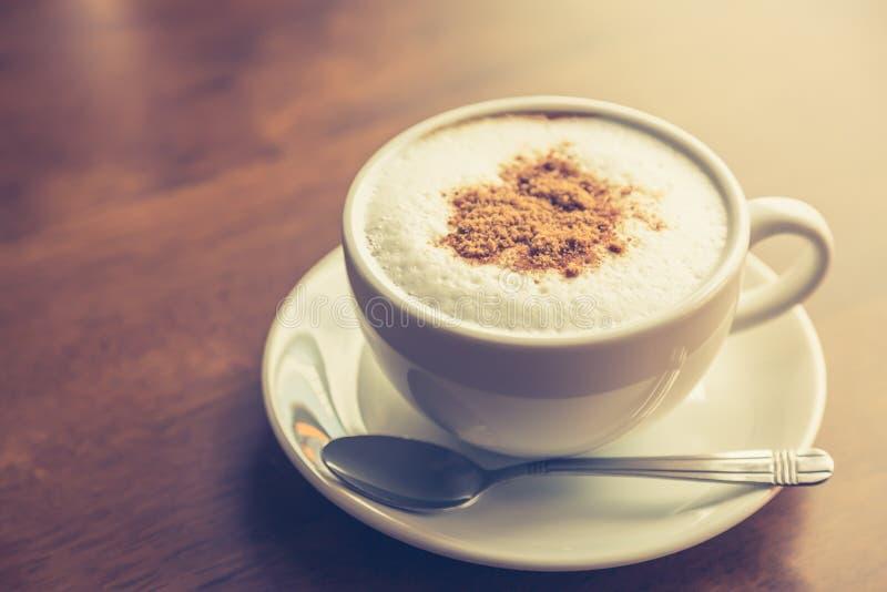 Download Gorąca Latte Sztuki Kawa (Filtrujący Wizerunek Przetwarzający Rocznik Obraz Stock - Obraz złożonej z piana, kofeina: 57651277