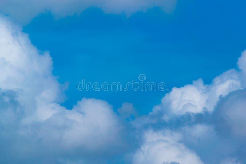 Gorąca pogoda, kolorowe chmury przed zmierzchem w Ratchapak Parkuje Hua obrazy royalty free