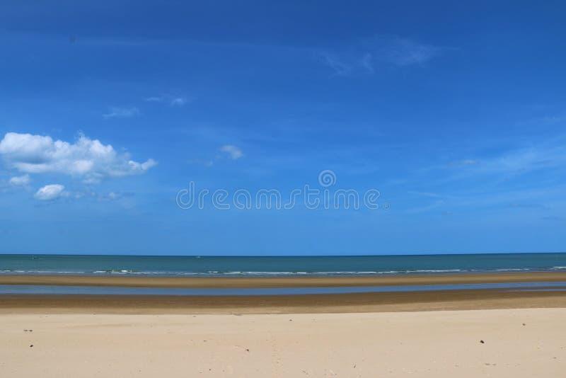 Gorąca słoneczny dzień plaża fotografia stock