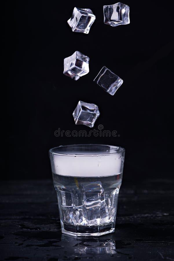 Gorąca woda w szkle zdjęcia royalty free