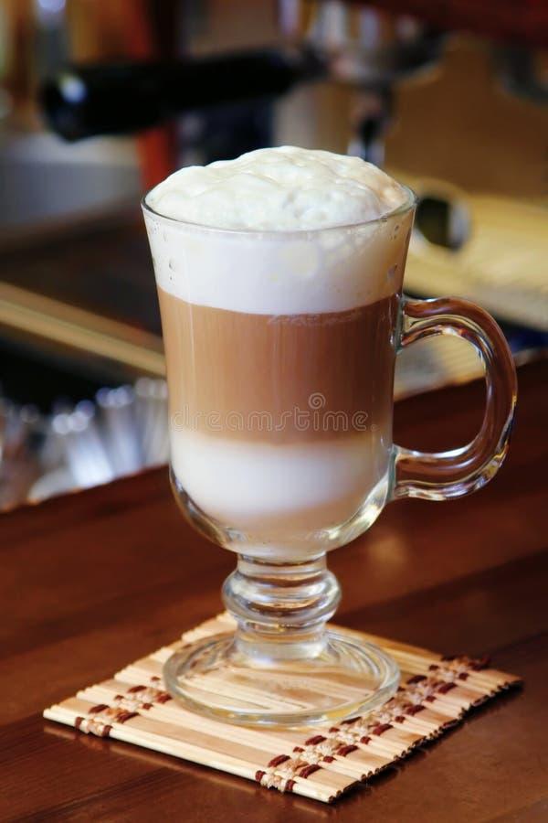gorące mleko czekoladowe kremowy zdjęcia royalty free