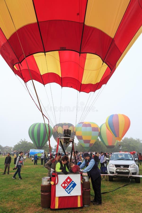 Gorące powietrze balonu kosz, inny szybko się zwiększać za obrazy royalty free