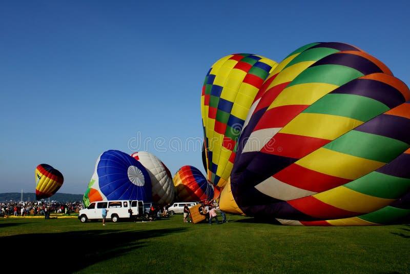 Gorące powietrze balony Dostaje Gotowy Zdejmować zdjęcie stock