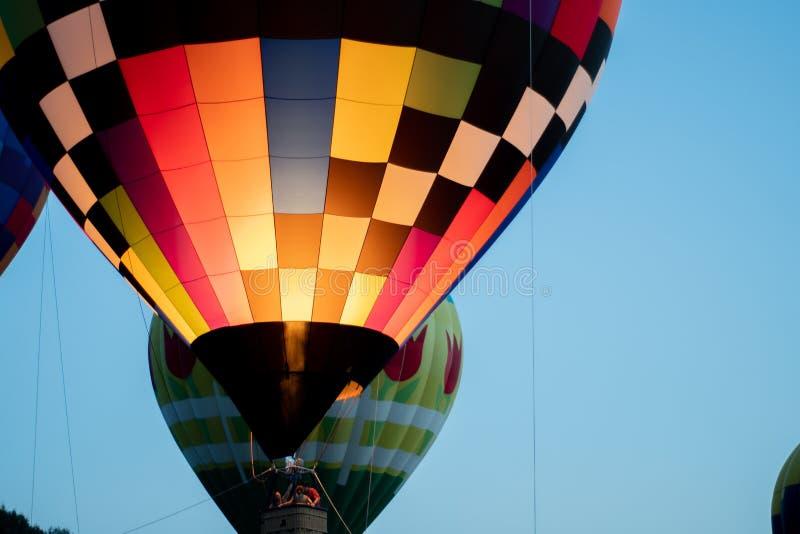 Gorącego powietrza balonowy latanie zdjęcia royalty free