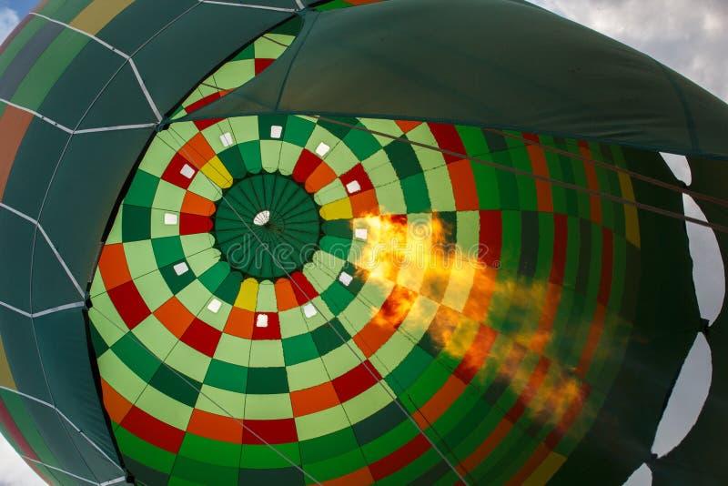 Gorącego powietrza balonowy narządzanie dla lota obraz stock