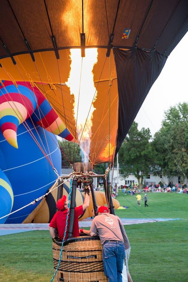 Gorącego Powietrza Balonowy narządzanie dla wodowanie zdjęcie royalty free