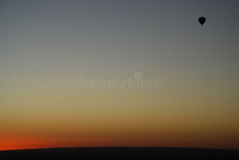 Gorącego powietrza baloon przy wschodem słońca zdjęcia royalty free