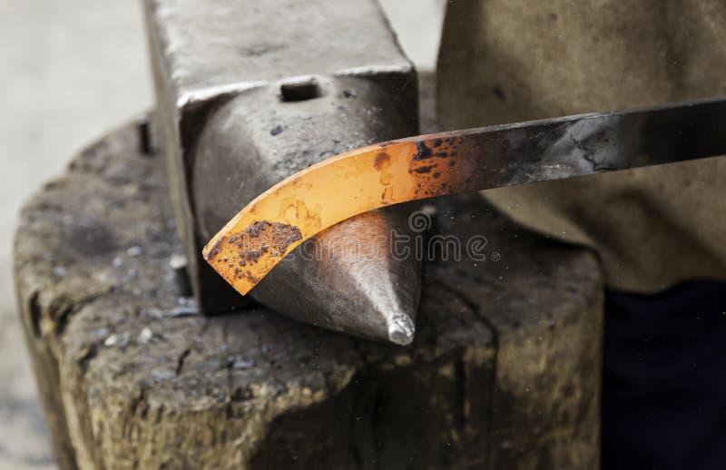 Gorący żelazo w kuźni obraz stock