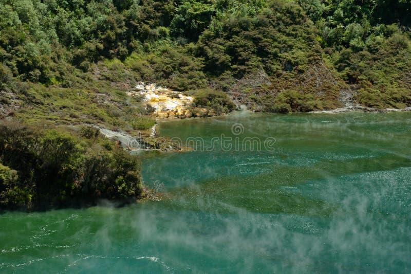 Gorący Geotermiczny jezioro zdjęcia stock