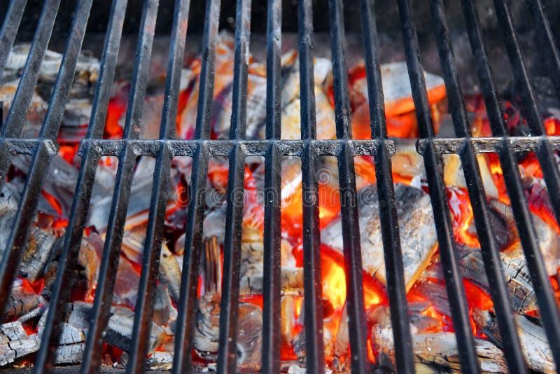 Gorący grill i Płonący węgiel drzewny zdjęcie stock