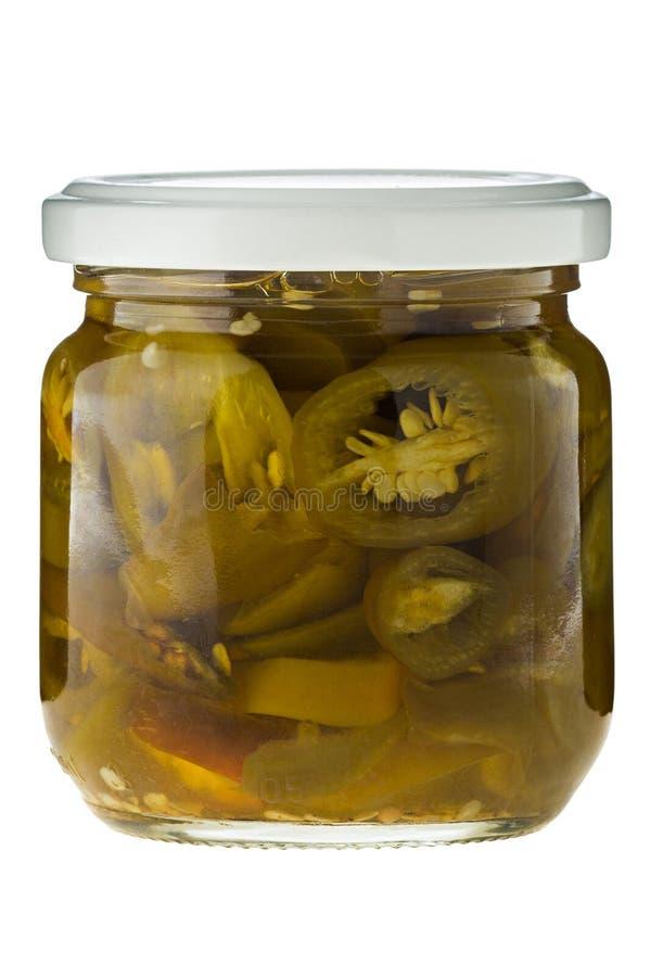 Gorący jalapeno chili plasterki w szkle na białym tle zdjęcia royalty free