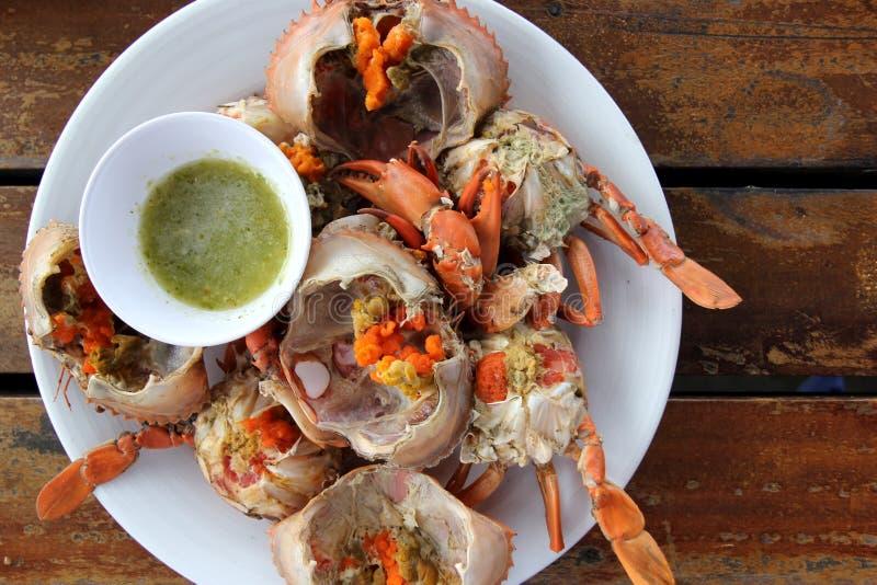 Gorący odparowany kraba owoce morza z owoce morza korzennym kumberlandem obrazy royalty free