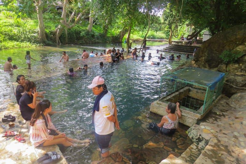 Gorący Radon Hindad źródło W basenie są tutejsi mieszkanowie zdjęcie royalty free