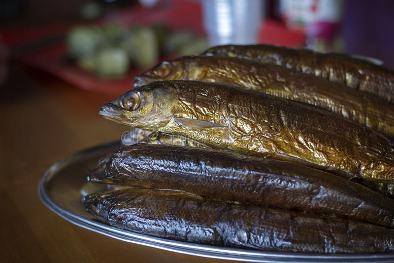Gorący uwędzony Omul (endemiczni gatunki ryba w jeziornym Baikal, Rus zdjęcia stock