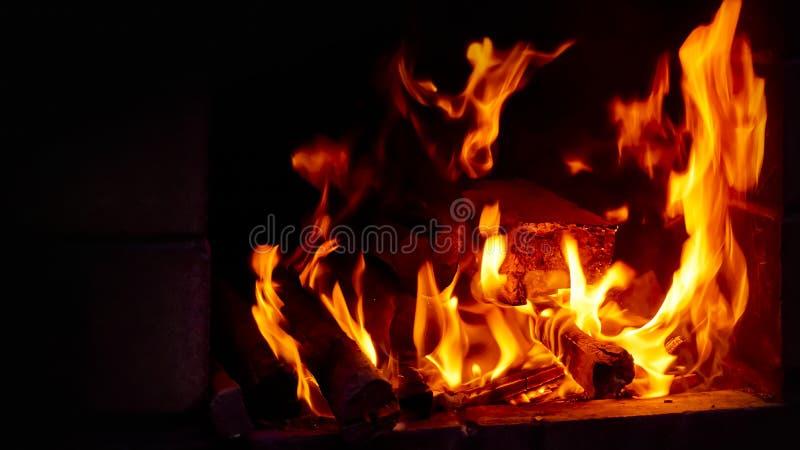 Gorący węgiel z światłami, przygotowanie dla kulinarnych kebabs, grill zdjęcie stock