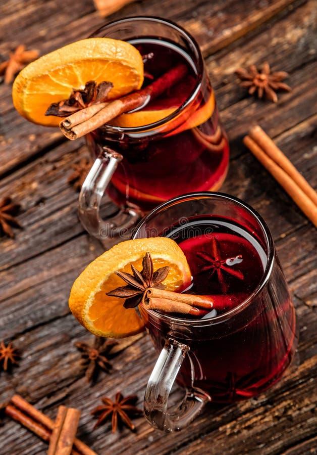 Gorący wino pije z korzennym i słodkim przygotowania obraz stock