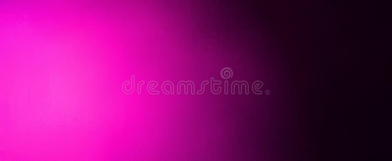 Gorących menchii abstrakcjonistyczny tło z gradientowym jaskrawym różowym światło reflektorów na czarnej zamazanej teksturze royalty ilustracja