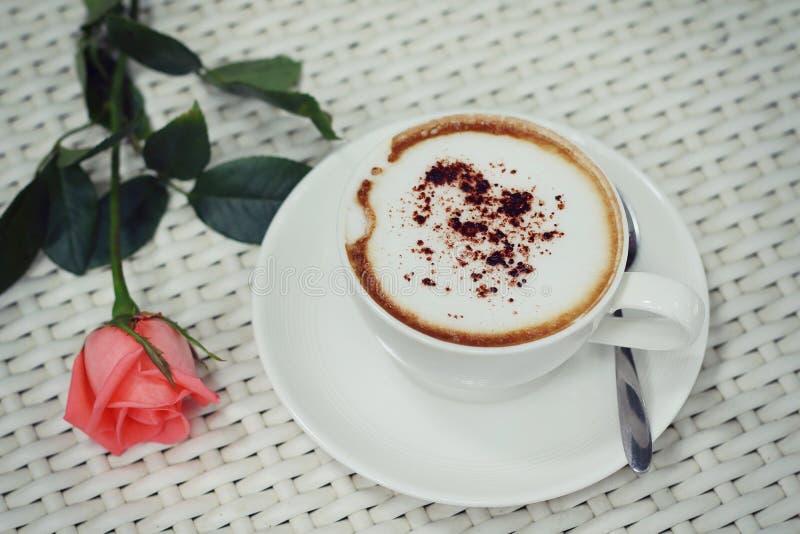 Download Gorąca kawa zdjęcie stock. Obraz złożonej z kwiat, czas - 57662476