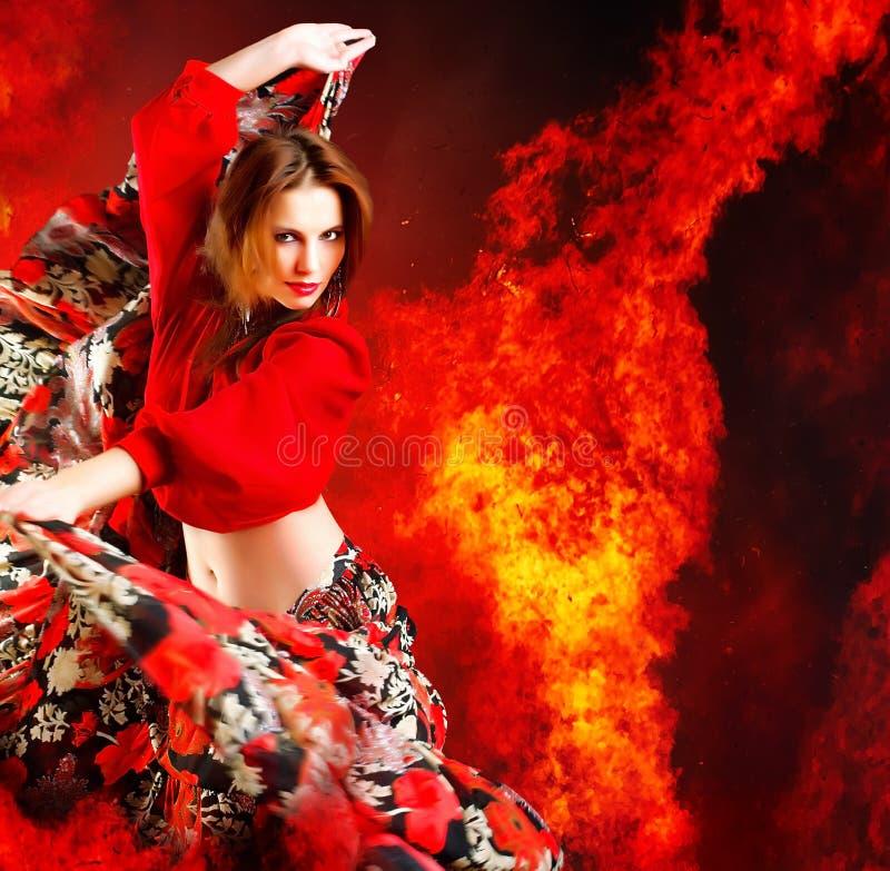 Download Gorąca tancerz kobieta obraz stock. Obraz złożonej z gypsy - 10743867