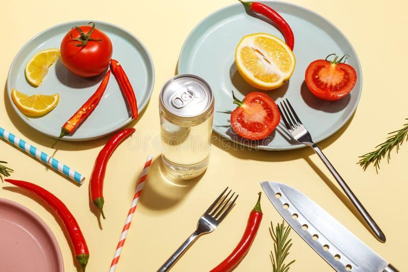 Gor?cy pieprze, pomidory, rozmaryny i pikantno?? na koloru ? fotografia stock